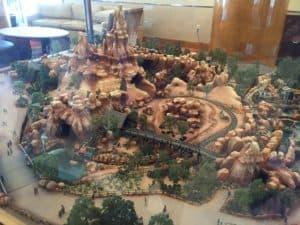 Big Thunder Mountain Railroad scale model | Disneyland Hotel
