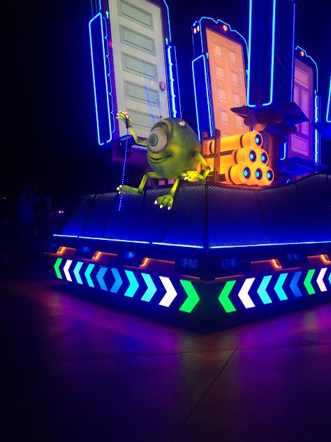 disneylands paint the night parade tips and seating