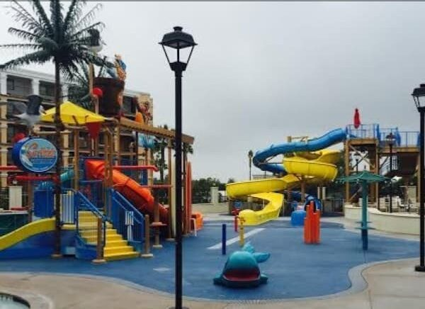 Top Disneyland area water park hotels including Courtyard Marriott, walking distance to Disneyland main gates.