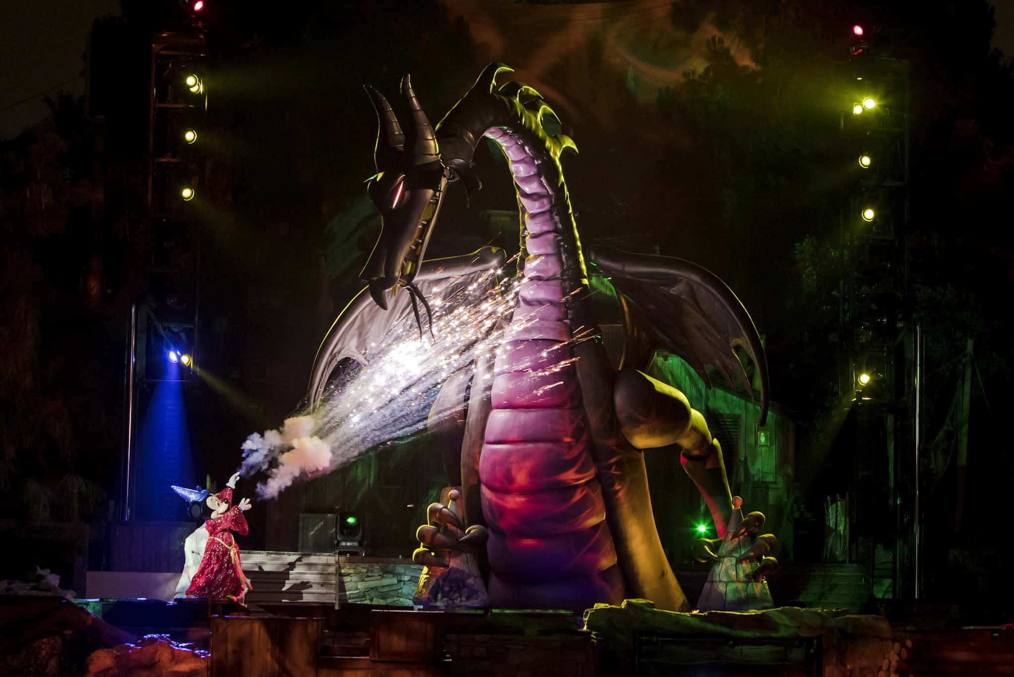 Mickey Mouse slays the dragon in Disneyland's Fantasmic