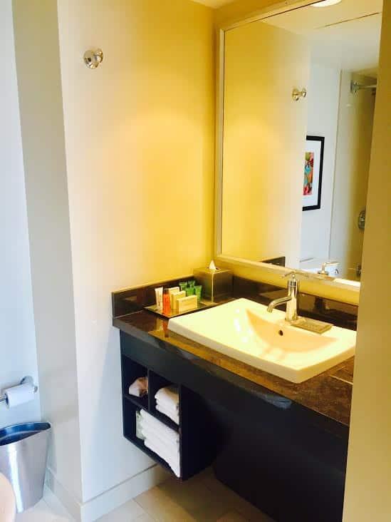hilton anaheim bathroom