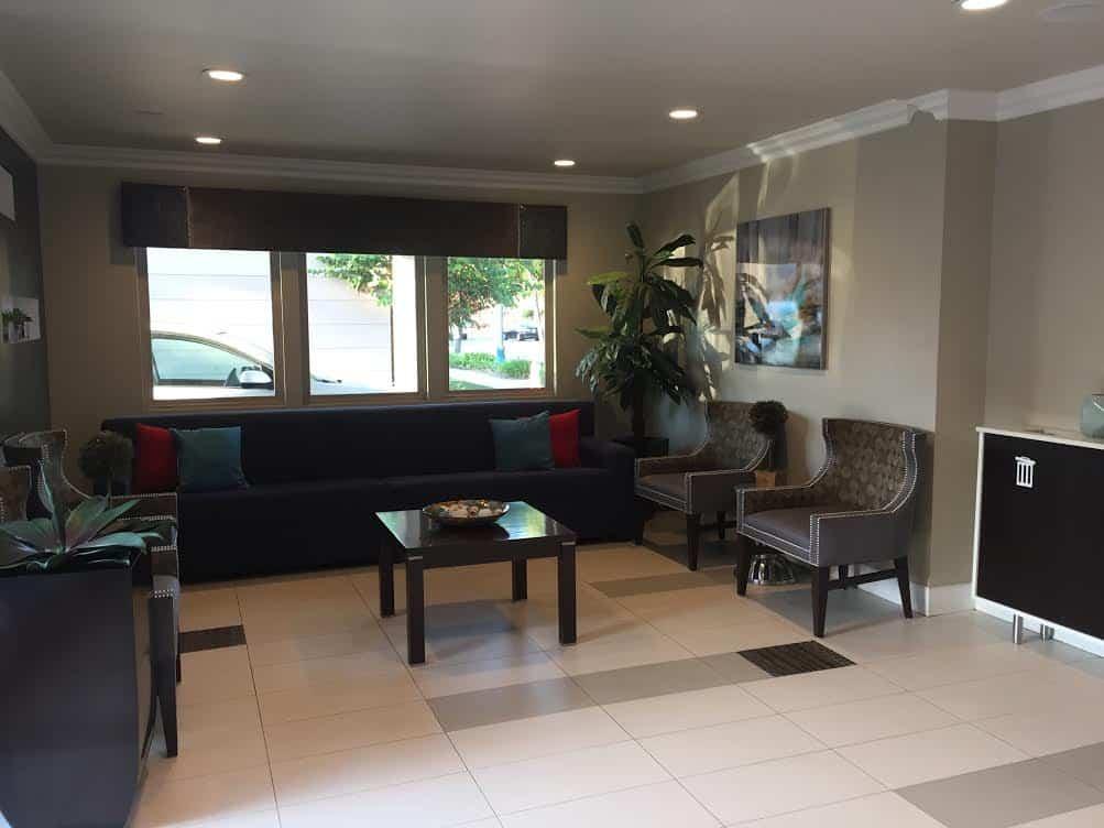 Eden Roc Inn & Suites lobby