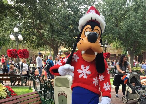 Goofy dressed up for the holidays