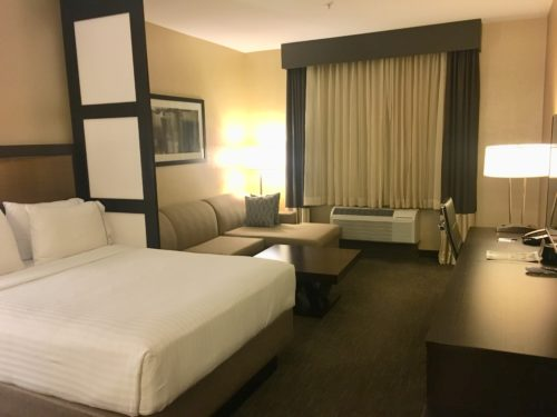 anaheim holiday inn express room
