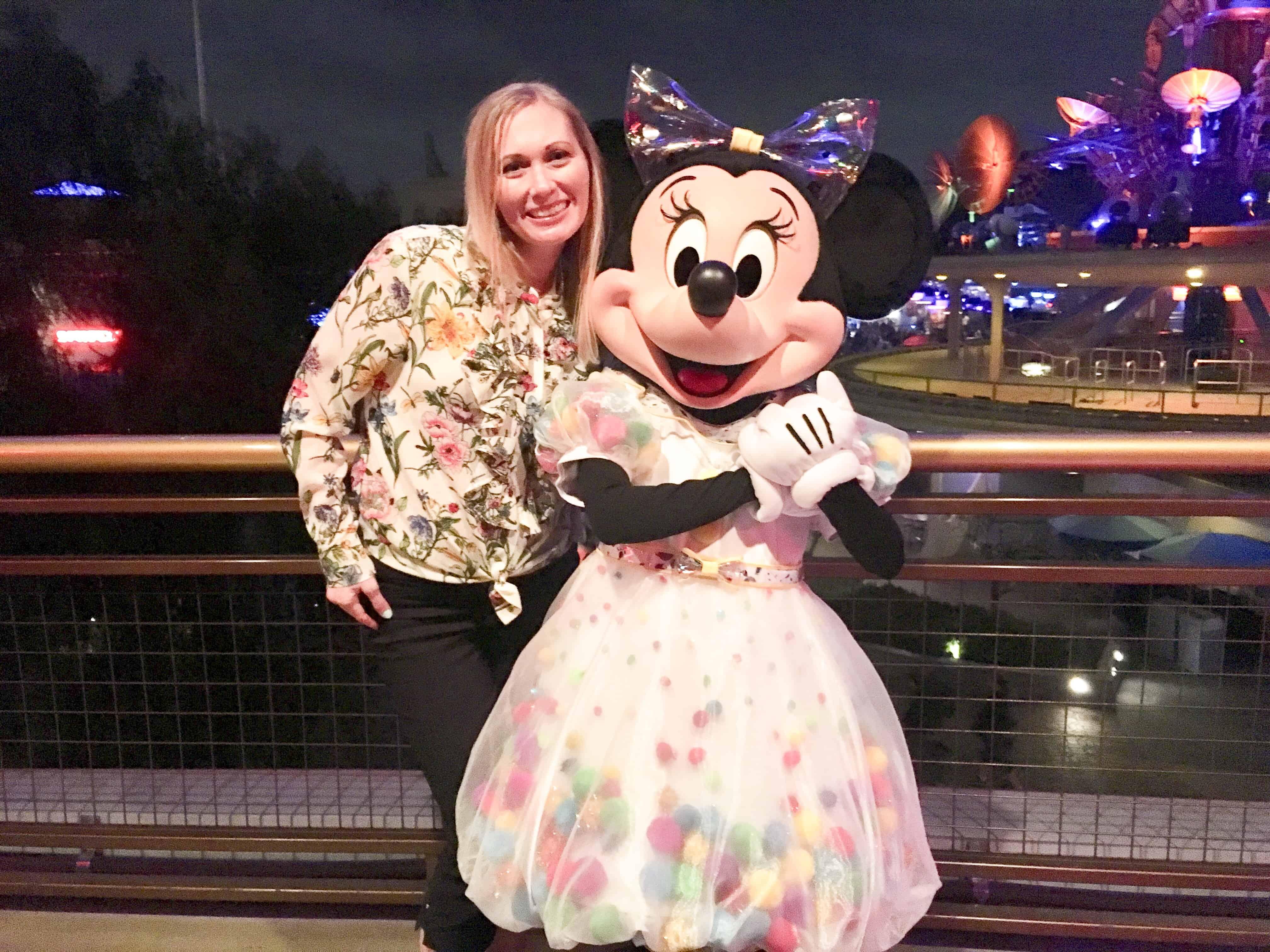 Minnie Mouse Skyline Lounge