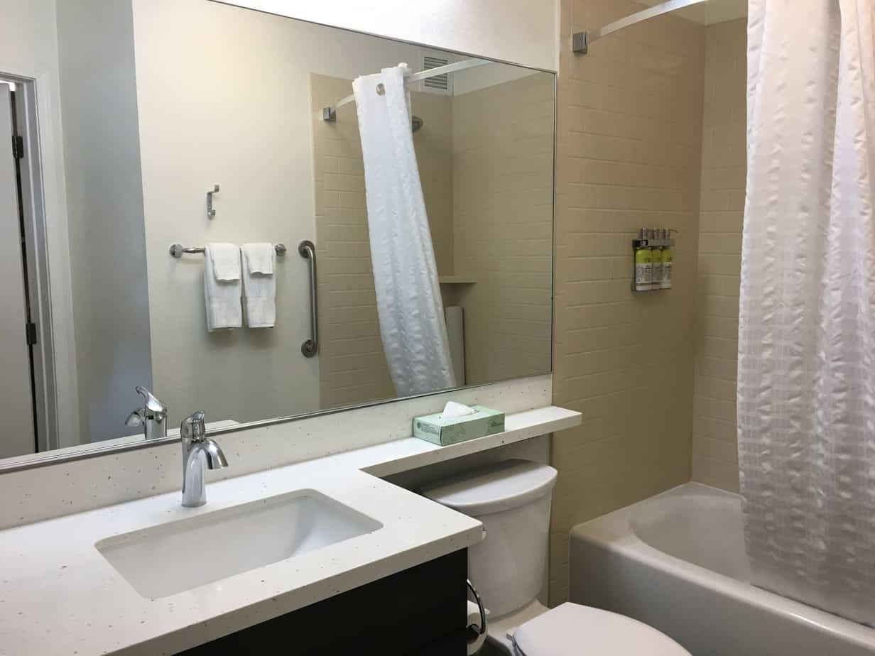 Candlewood Suites Anaheim bathroom