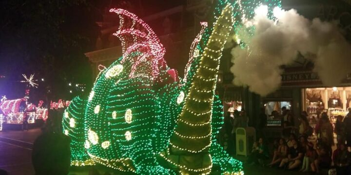 Tips for Watching Disneyland's Main Street Electrical Parade