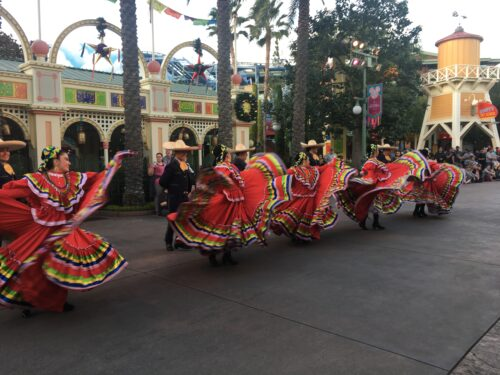 viva navidad dancers
