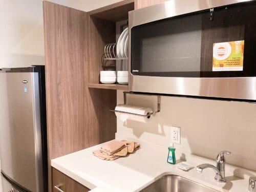 Home2 Suites Hilton kitchen