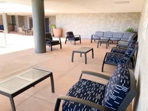 Hampton Inn outdoor lounge